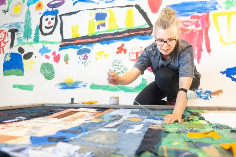 CityTorppari Elina Laitinen työskenteli yhteisötaiteilijana Konginkankaalla.
